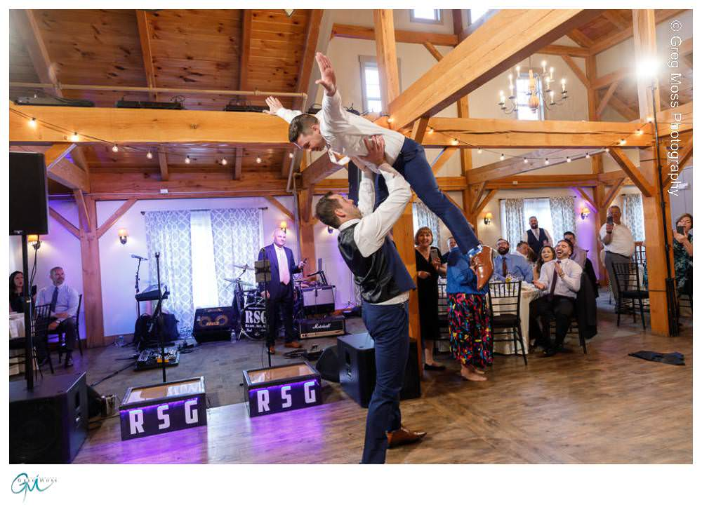 Groomsmen introduction doing classic lift from dirty dancing