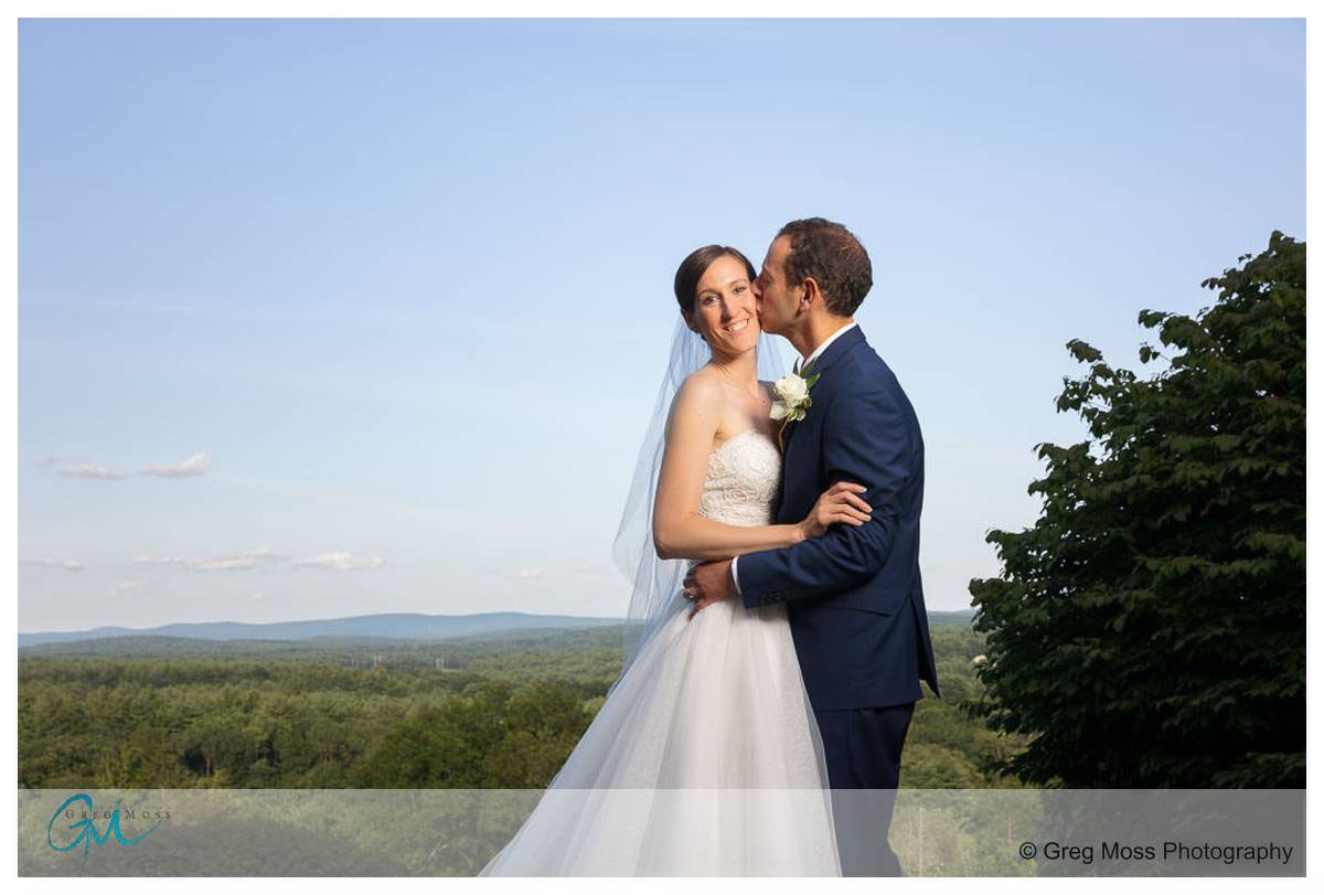 wedding couple photo with view of the valley